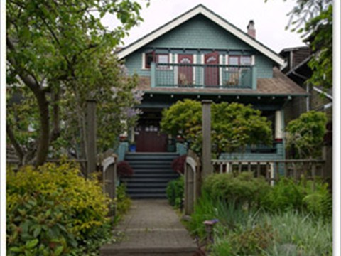 Arguably the finest self-catered on Vancouver's popular, upscale convenient West Side